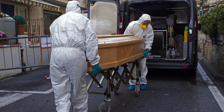 trasporto cofano per il funerale con coronavirus