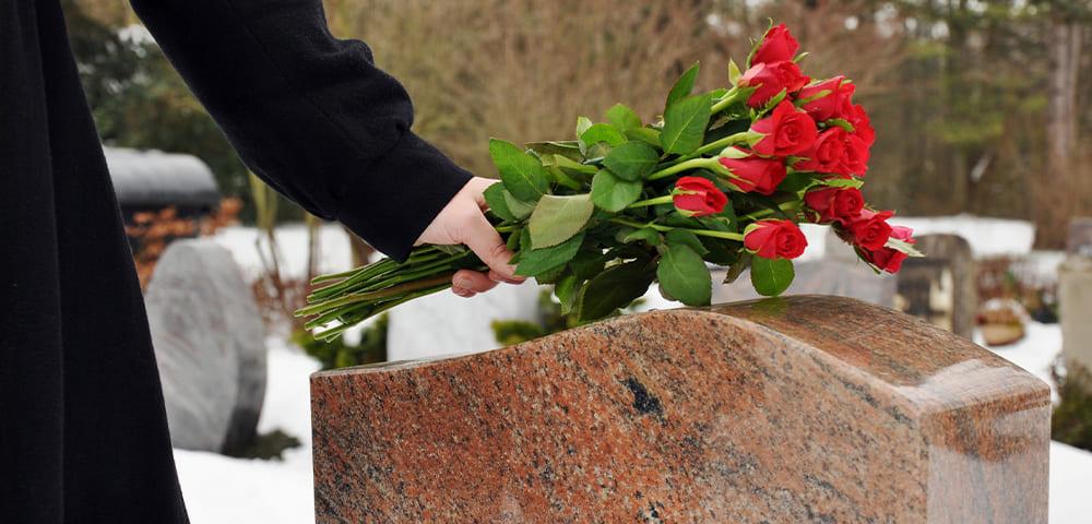 composizioni floreali per il cimitero