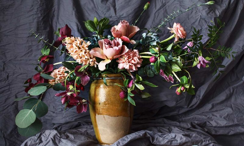 Come scegliere le composizioni floreali per il cimitero e funerale