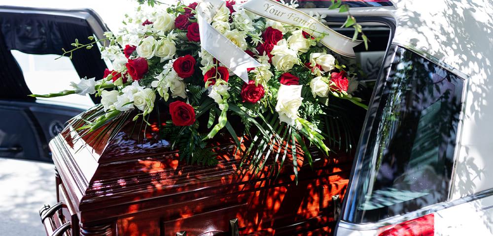 trasporto di una salma durante un funerale