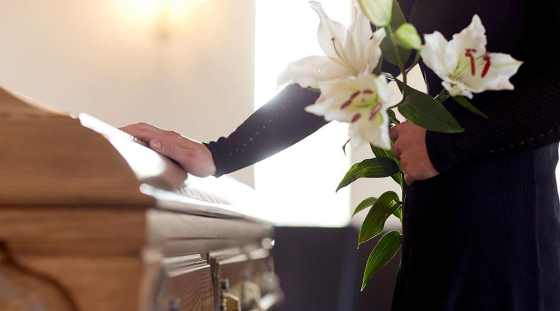 Come si svolge un funerale?