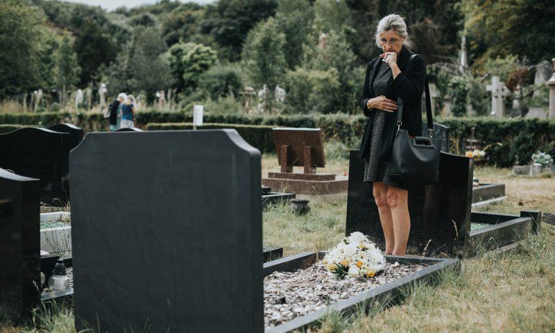 Scopri l'arte funeraria in marmo: lapidi cimiteriali, tombe, loculi, cinerari