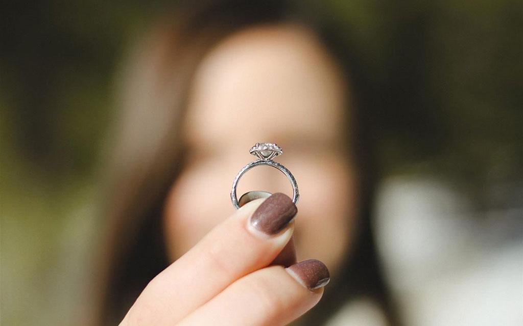 anello con diamante da ceneri