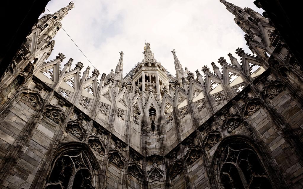 duomo di Milano visto dal basso