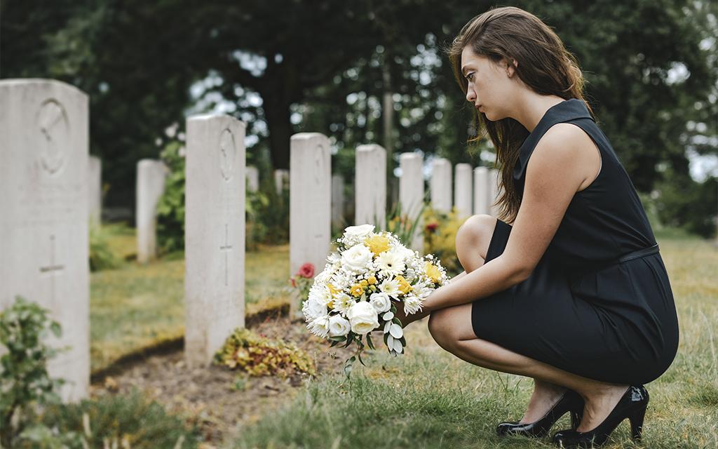 come vestirsi ad un funerale estivo in caso di lutto