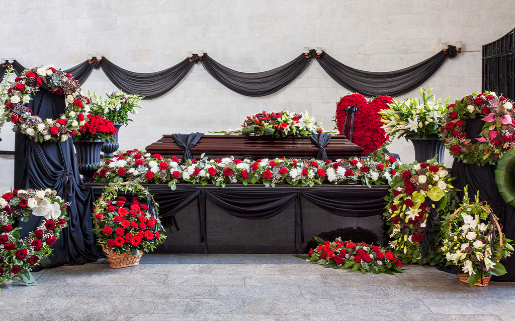 Funerale di lusso a Milano con addobbi floreali