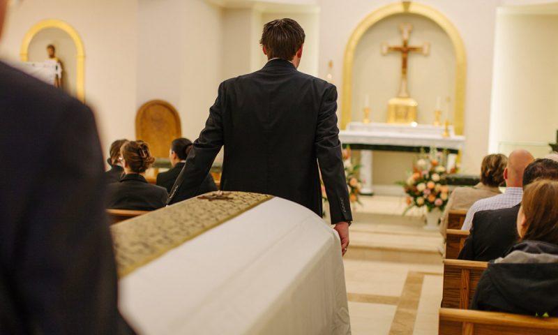 Rito funebre: cos'è e come organizzarlo