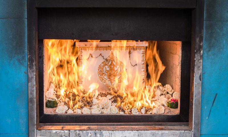 Come mai durante la cremazione il corpo si muove?